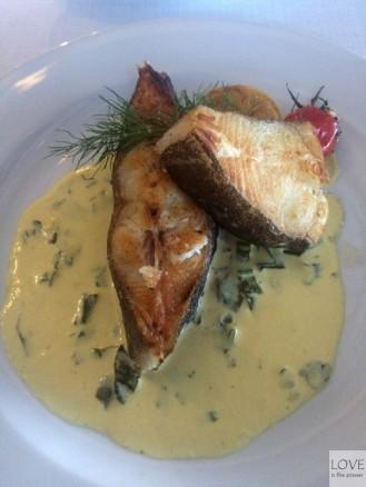 halibut w sosie szafranowym- Restauracja Przystań