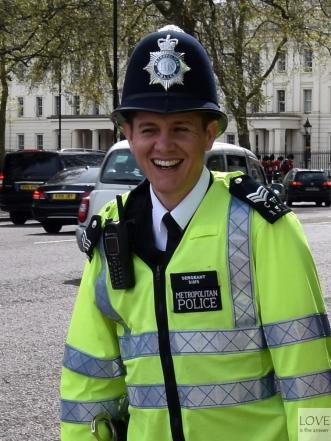 Radosny Pan Policjant- Pałac Buckingham