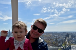 Ola szczęśliwa w London Eye