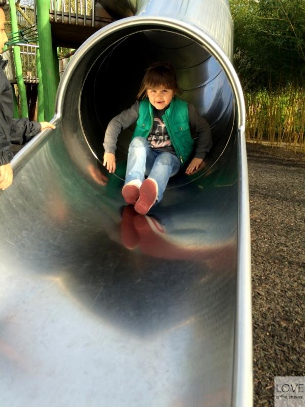 Maja na placu zabaw w Hyde Parku