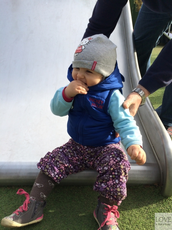 Ola na placu zabaw w Hyde Parku
