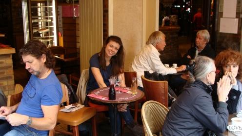 Przerwa na wino w Paryskiej kafejce
