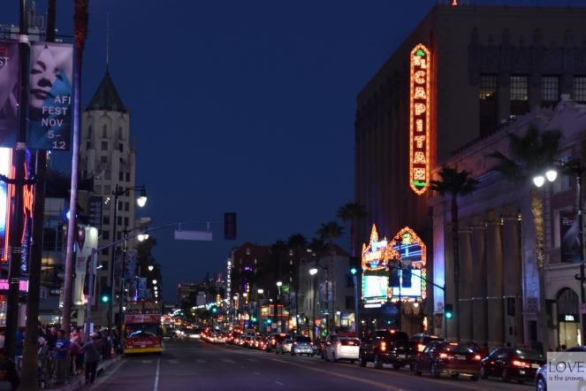 Hollywood nocą