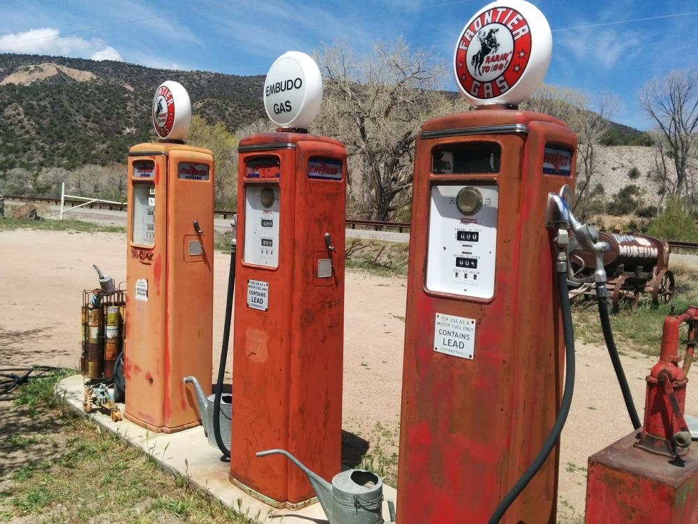 filling-station-408075_1280