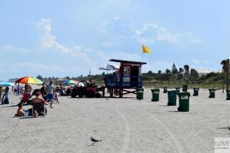Ratownik i śmietniki w Cocoa Beach