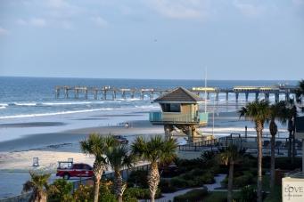 Widok z hotelowego balkonu na Daytona Beach