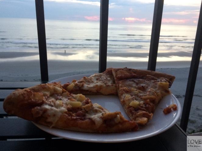 Pizza o wschodzie słońca :P