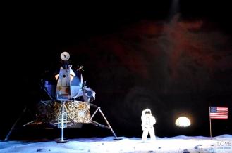 """Lądowanie na księżycu """"na żywo"""""""