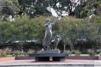 Machająca Dziewczyna Savannah