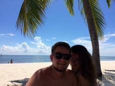 relaks w cieniu palmy