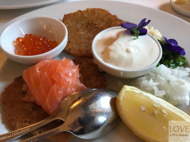 placuszki z łososiem- restauracja Polska Różana