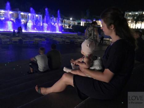 pokaz fontann w Hotelu Princess Andriana